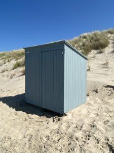 Lichtblauw strandhuis zeeland